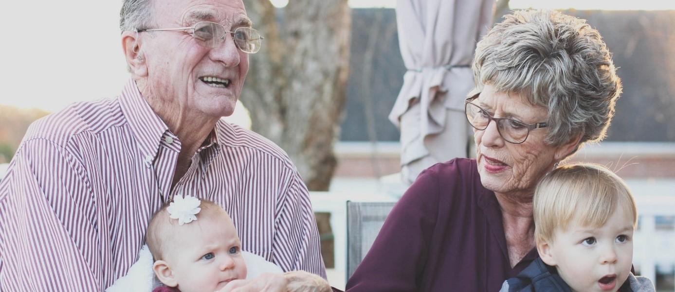 Grootouders met kleinkinderen